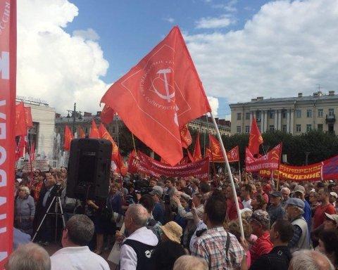 Тисячі людей по всій Росії вийшли на антипутінські мітинги