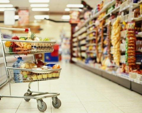 Більше половини: скільки грошей українці витрачають на їжу, дані вражають