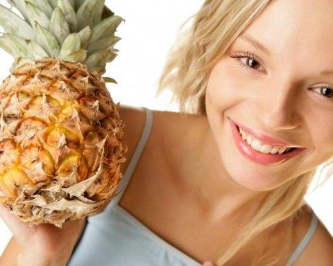 Прикрий груди ананасом: у мережі набуває популярності новий еротичний тренд