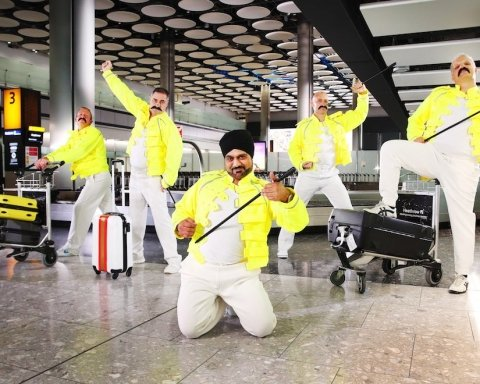 В найбільшому аеропорту Європи відзначили річницю Фредді Мерк'юрі: яскраві кадри
