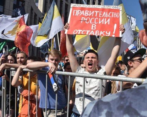 Протесты против Путина в России: появилось видео жестокого избиения людей