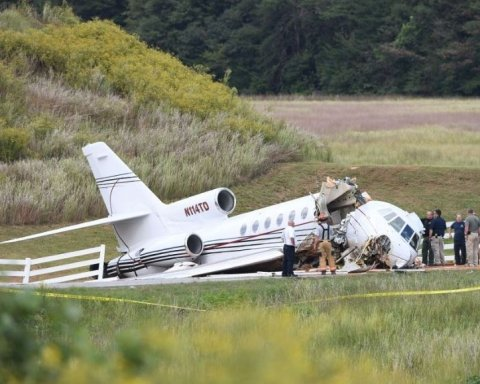 Развалился на части при посадке: США сотрясла новая авиакатастрофа
