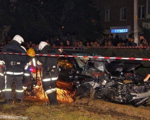 Пришлось понарушать: глава облсовета «гоняет» по встречной там, где гонщик на BMW насмерть сбил людей