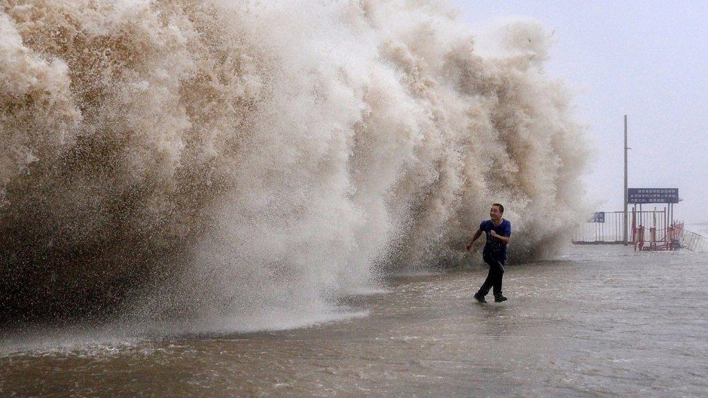 Сотни рейсов отменены из-за мощного тайфуна в Японии