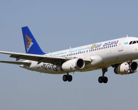 У Казахстані загорівся літак із сотнею людей на борту