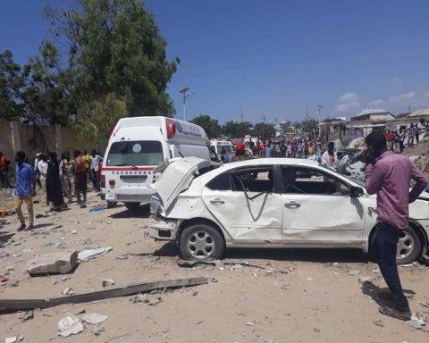В Сомали смертник подорвался возле правительственного здания: погибли гражданские и военные