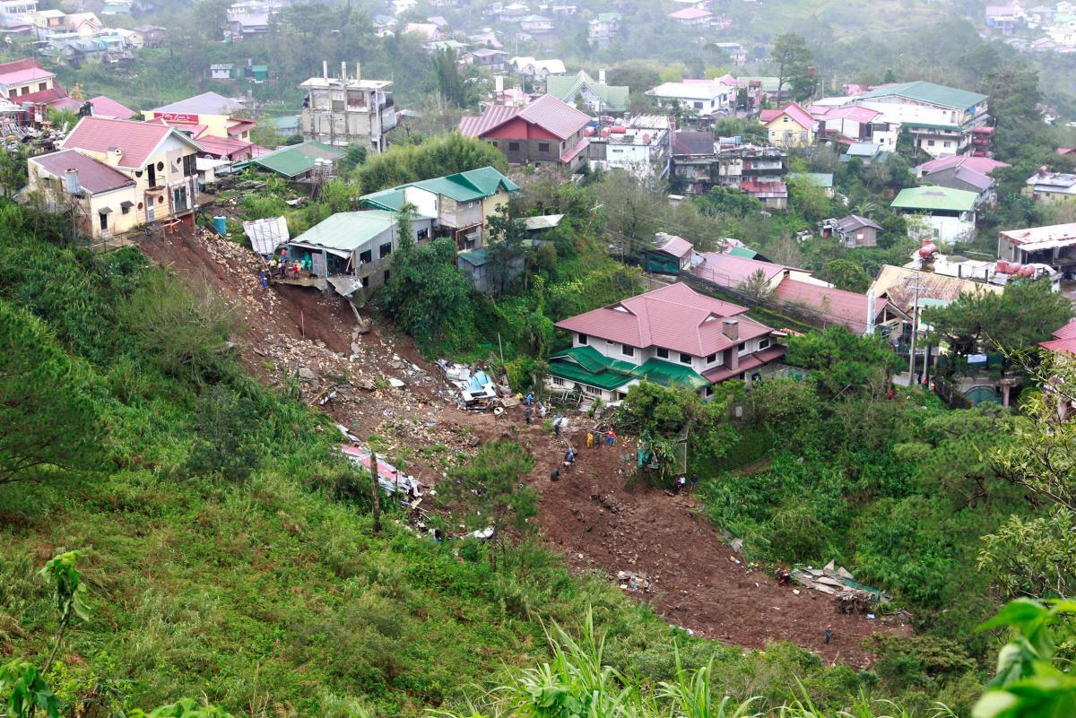 На Филиппинах не утихает тайфун Манхут: более полусотни человек погибли