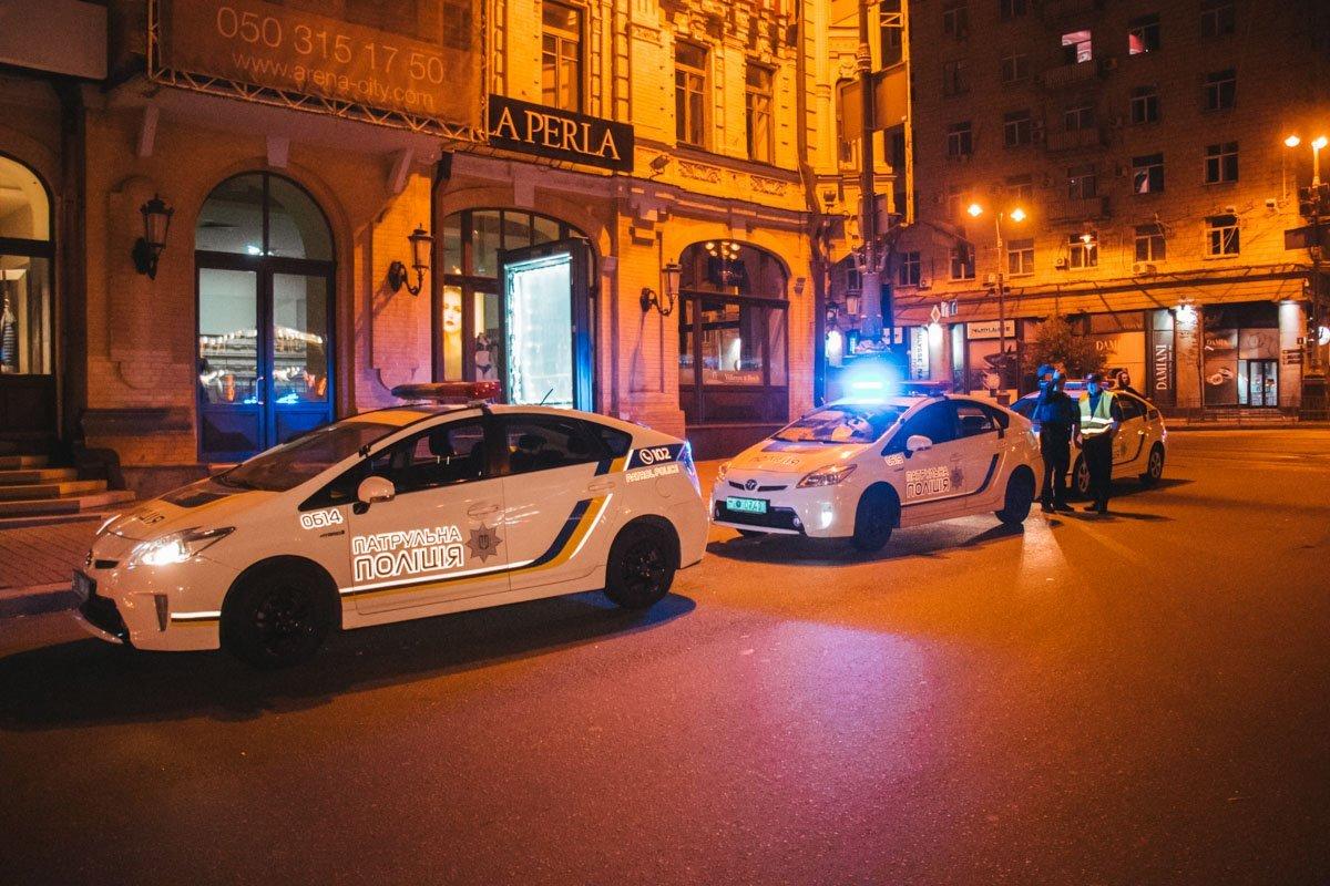 У центрі Києва п'яний водій врізався у стовп: поліція насилу впоралась з неадекватом
