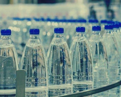 Не купуйте воду в пластиковій пляшці: вчені озвучили небезпечні наслідки, постраждають навіть нащадки