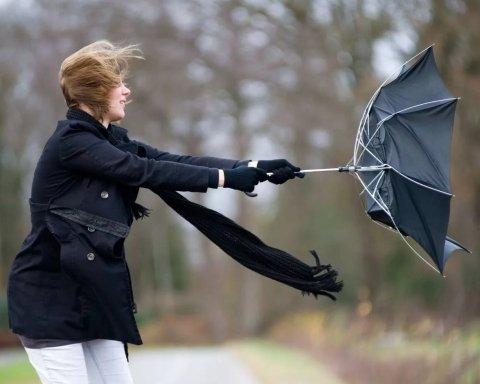 Киян попередили про погодні катаклізми у неділю ввечері