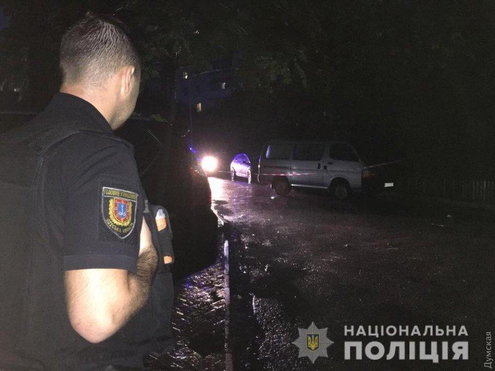 Прострелили ноги: на известного волонтера напали в Одессе