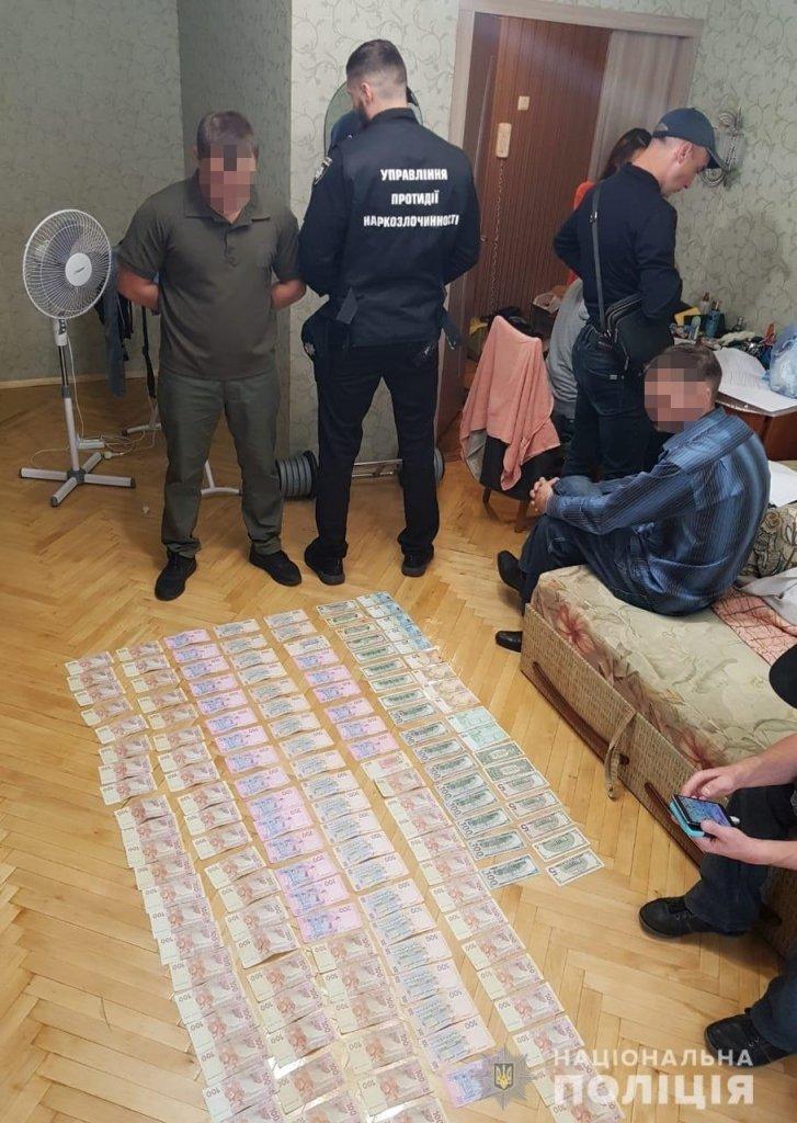 В Киеве задержали сотрудника СИЗО с килограммом наркотиков