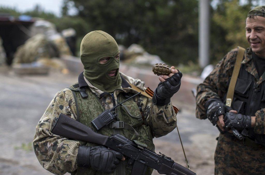 Бойовики на Донбасі стягують танки і артилерію на передові позиції