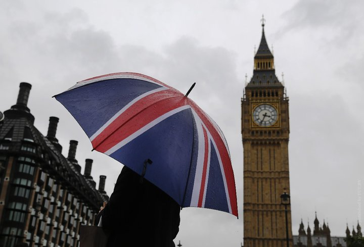 Великобританія стала першою країною Європи, в якій COVID-19 вбив 100 тисяч осіб