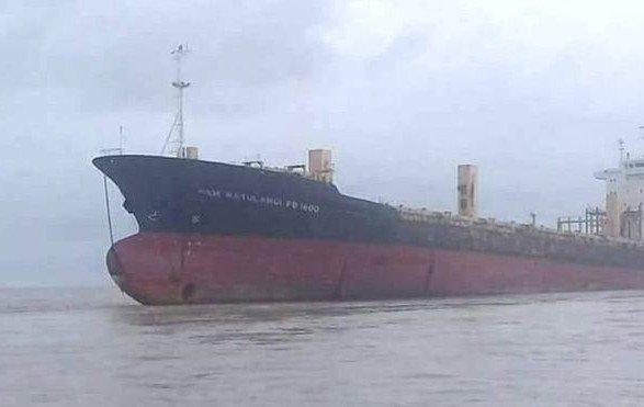 Не бачили 10 років: корабель-привид без моряків сів на мілину біля М'янми
