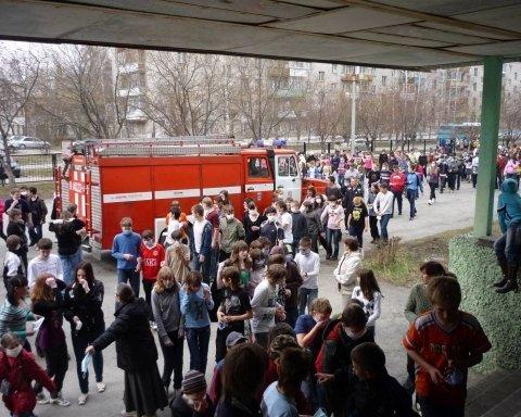 У львівській школі сталася НП  евакуювали півтисячі дітей 07db67ce6fc6d