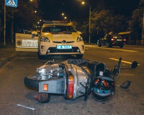 Жуткое ДТП в Киеве: мопед протаранил машину