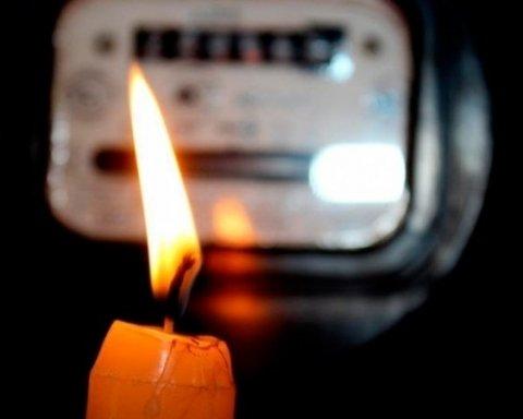 """Тисячі людей опинилися у темряві: як негода """"вдарила"""" по Україні"""