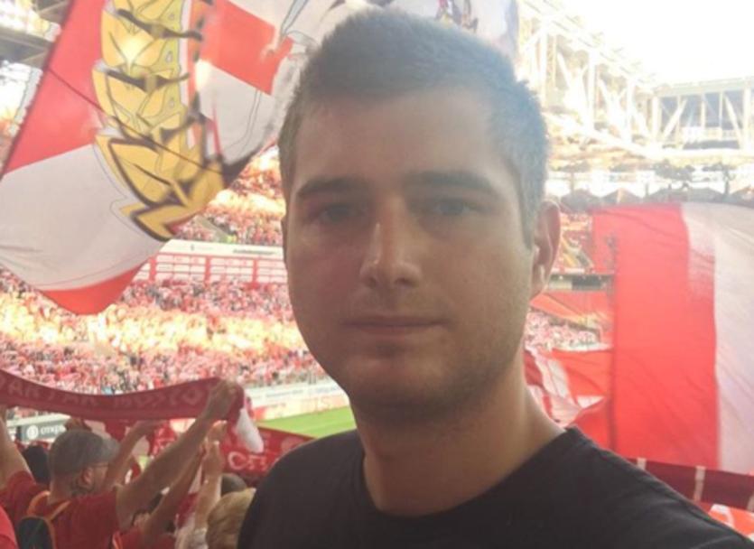 Смелый поступок: фанат московского Спартака устроил акцию в поддержку Украины