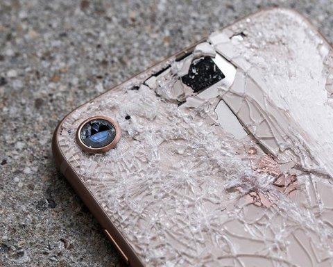 Стекло по цене телефона: названы цены на ремонт новых iPhone