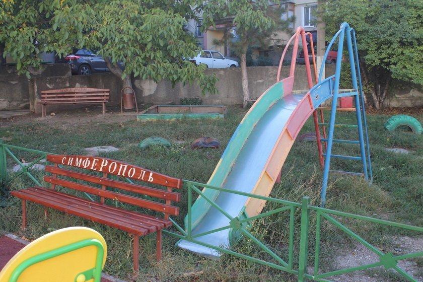 """Важко не покалічитись: у мережі показали """"благоустрій"""" дитячих майданчиків від кримських окупантів"""