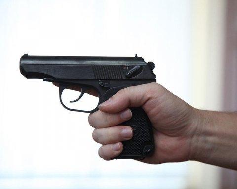 У центрі Києва сталася стрілянина, чоловіка поранили в обличчя