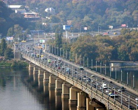 Авто у Києві стоять у величезних заторах, не проїхати: карта об'їзду