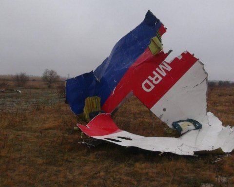 """У мережі одним фото висміяли """"версію"""" Росії про катастрофу MH17 на Донбасі"""
