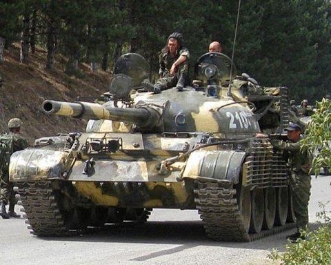 Появилось новое фото путинских танков неподалеку от границ Украины