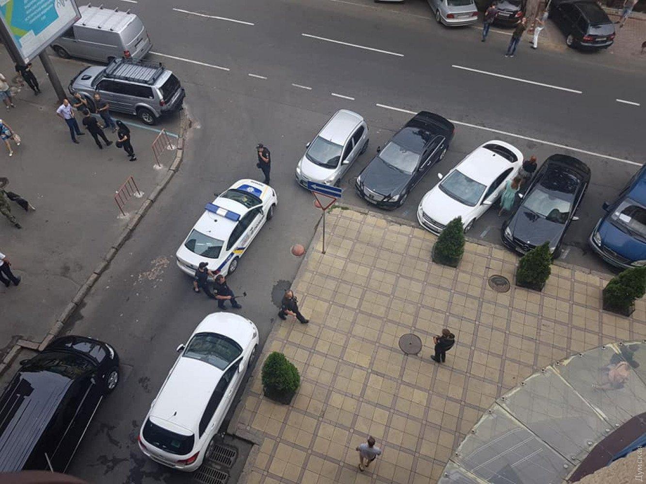 Центр Одеси заполонили копи і рятувальники: що відбувається