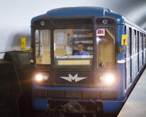 В харьковском метро произошло ЧП: ключевую станцию закрыли на вход и выход