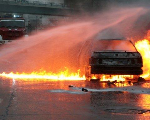 Киевлянин попал в огненное ДТП из-за бегства от копов: жуткие кадры