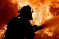 Вогонь та дим до небес: у Києві посеред ночі спалахнув ринок
