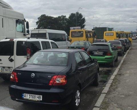 Киев стоит в пробках, по дорогам не проехать: карта проезда