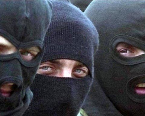 В Киеве неизвестные захватили ТЦ: все подробности ЧП