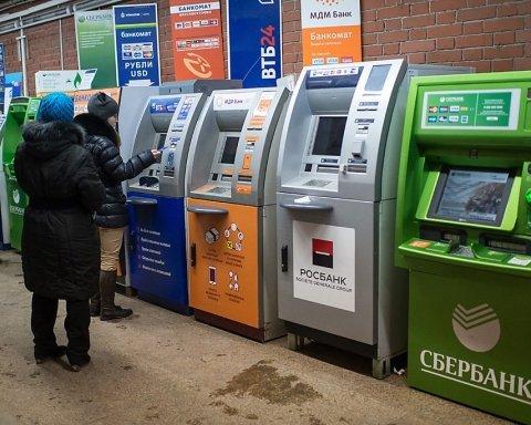 РФ заполонили фальшиві гроші, масово закривають банкомати