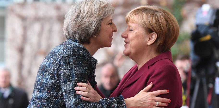 Інцидент з Меркель і Мей на саміті ЄС: повне відео все пояснює