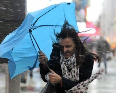 Вітер буде збивати з ніг: синоптики розкрили прогноз погоди українцям