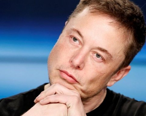 """Ілон Маск викурив марихуану у прямому ефірі та """"полетів на Марс"""""""