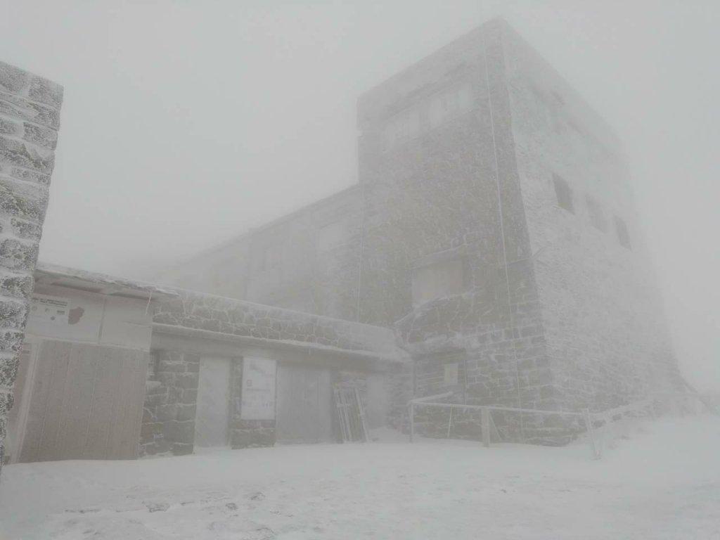 Снег в Украине так и не растаял: новое яркое фото