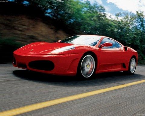 """""""Скромна"""" київська чиновниця здивувала своєю Ferrari та іншою розкішшю"""