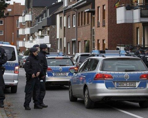 У центрі німецького міста захопили заручників: відео