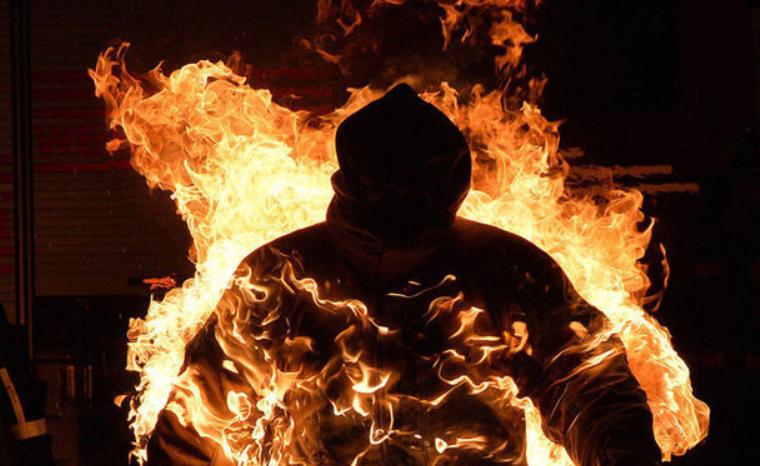 Заставляли признаться в краже: злоумышленники пытали и подожгли мужчину