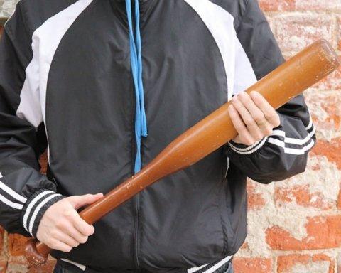 В Киеве орудуют дерзкие малолетние разбойники: появилось видео