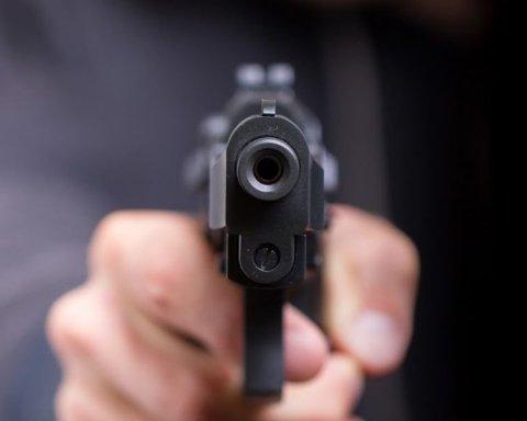 У киевского ТРЦ произошла стрельба: фото с места ЧП