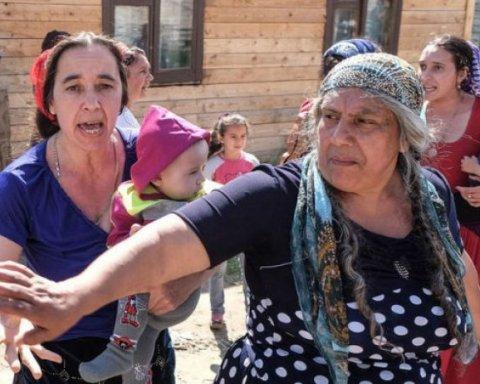На Полтавщине женщины-ромы подрались из-за ерунды: свидетели показали видео