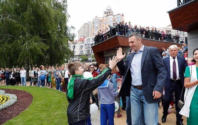 Київ віддав понад 100 мільйонів сумнівній фірмі з кримінальним шлейфом – розслідування