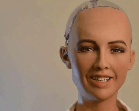 Любов нас врятує: робот Софія у Києві поговорила про Бога та Путіна