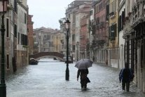 Італію затопило, знамените місто майже повністю під водою: фото і відео