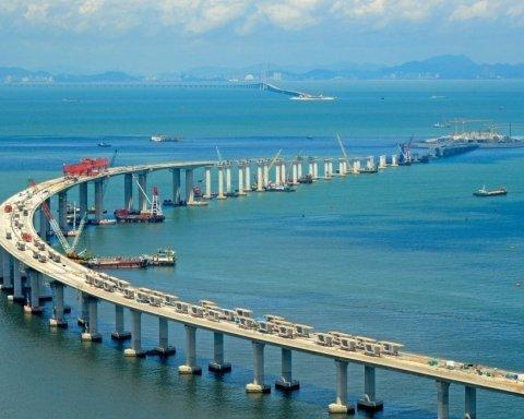 Объединяет страны: появились первые впечатляющие фото самого длинного моста в мире